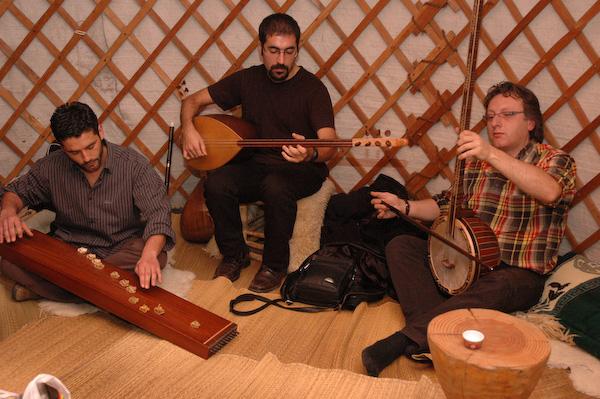 Osuna Trio (chatkhan, saz & tanbur)