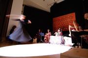 Azize Güvenc tanzt / schwebt