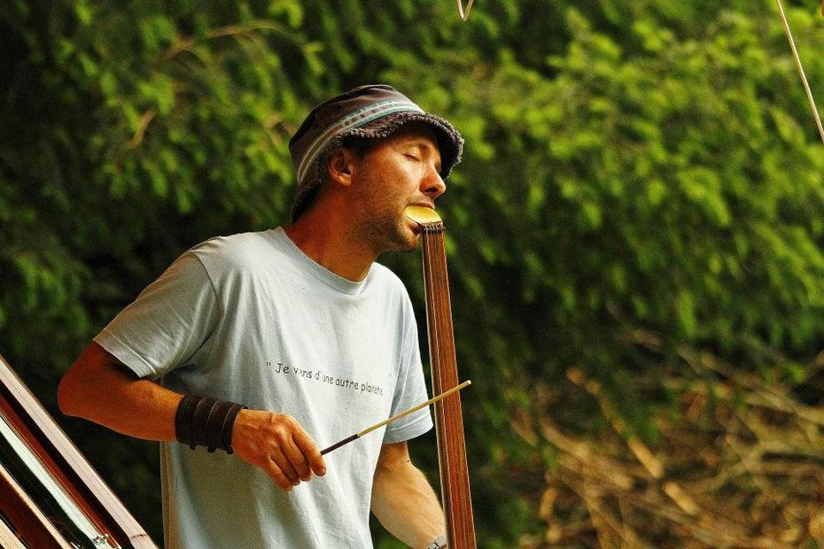 Christopher Vila Monasterio playing Cosmicbow