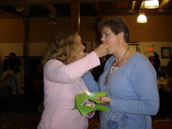 Angie-and-Kris_Feeding-Each-Other-the-Cake_02-May-2009