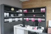 Meubel van beton , kantoor en bureau.