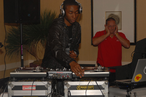 9th Wonder ... Look at dude in the back!