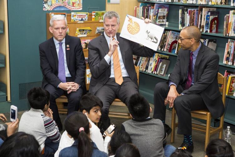 """De Blasio's book of choice to read to school children last year? SECRET PIZZA PARTY. """"When you make something secret, you make it special"""""""