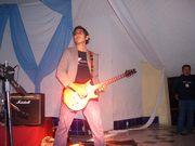El es Ivan es el guitarrista de la banda y porcierto es muy bueno para la guitarra y Dios lo utiliza bastante en este ministerio