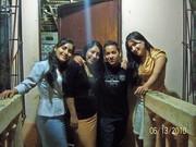 con mis hermanas y 1 amigo