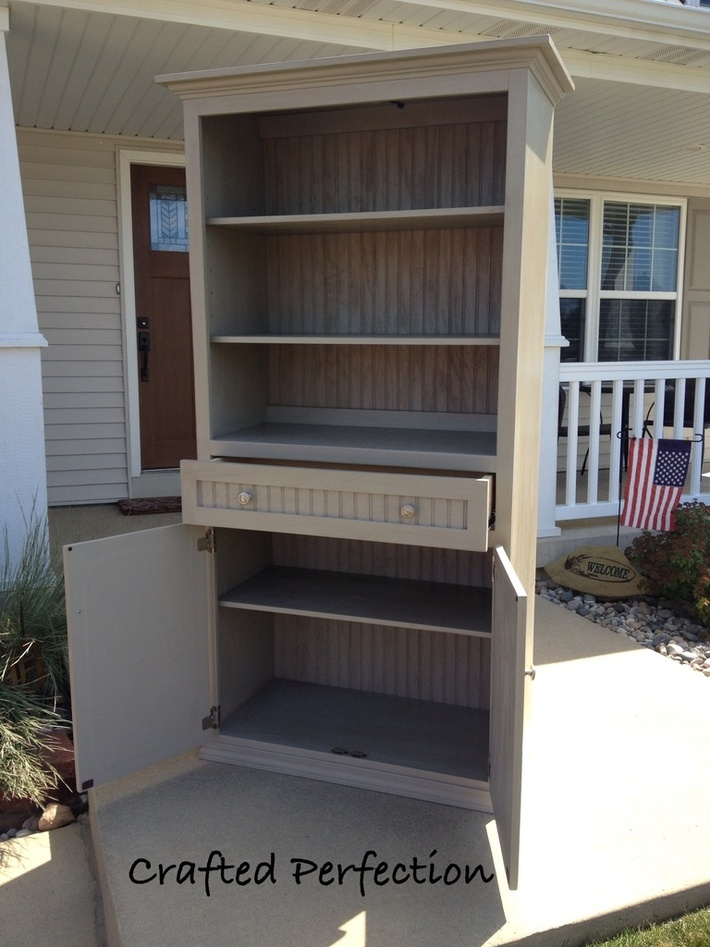 Display cabinet with storage