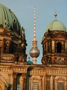 Berliner_Dom_Fernsehturm_c_visitBerlin.de-Koch[1]