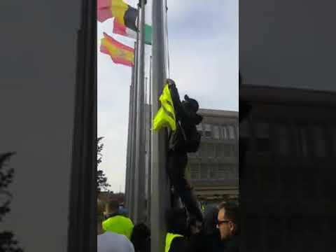 The Flag of Tyranny Gets Replaced With Yellow Vest