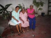 Mi madre,mi hna y yo