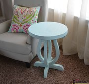 Accent Table with Curvy Legs