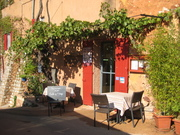 Roussillon, een terras.