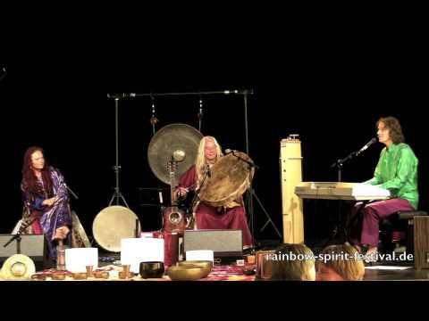 Chris Amrhein feat. Sandy Kühn und Mosaro live auf dem Rainbow Spirit Music & Dance Festival 4
