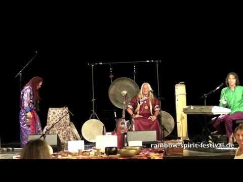 Chris Amrhein feat. Sandy Kühn und Mosaro live auf dem Rainbow Spirit Music & Dance Festival 5