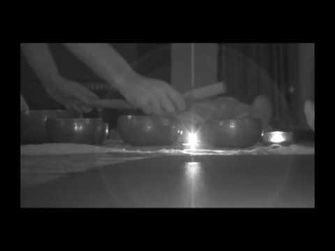 Bagno armonico sessione di gruppo con campane tibetane  (singing bowls)