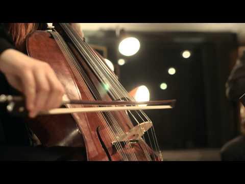 Gelb - Obertongesang, Gitarre & Campanula