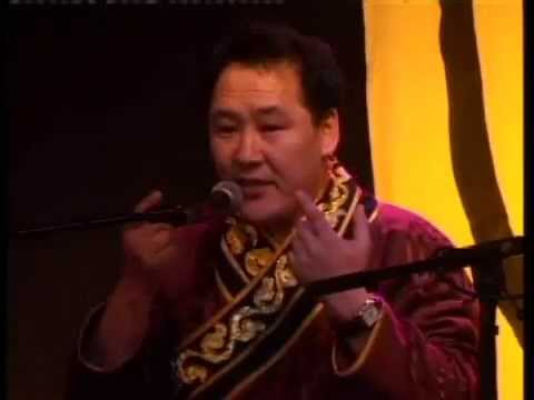 Hosoo demonstrates Mongolian throat singing (German/Danish)