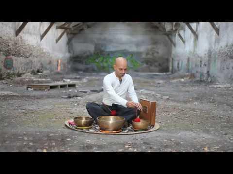 Chant méditatif et diphonique (harmonique) aux bols tibétains et shruti-box