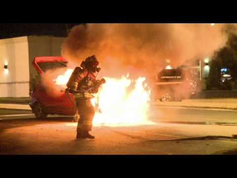 Photographer beats first engine to car fire