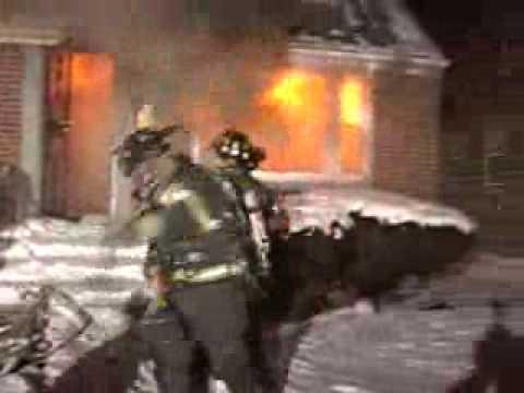 HOUSE FIRE & FLASHOVER WITH ESCAPE! (Dolton,IL)