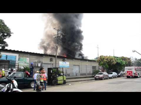 Incendio en Bodegas Maribos, norte de Guayaquil