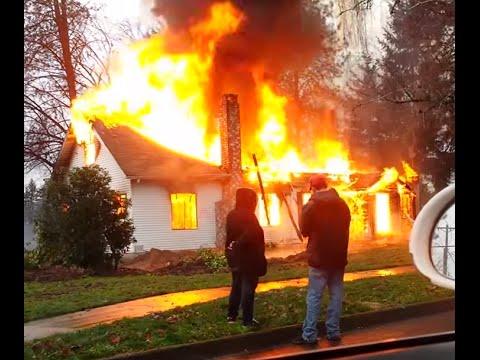 Huge house fire Newberg 12/21/14 large smoke column backdraft