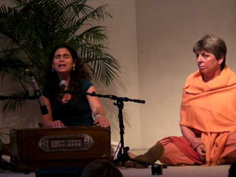 Sachara Chara Purna - Mantra-Chanting with Kavita