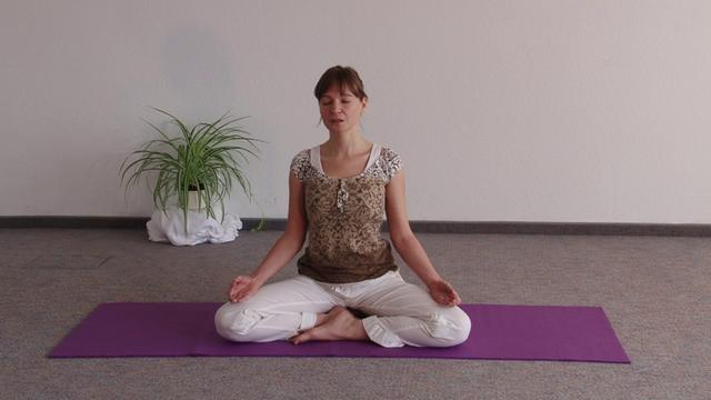 Yogastunde mit Affirmationen - Yoga Video