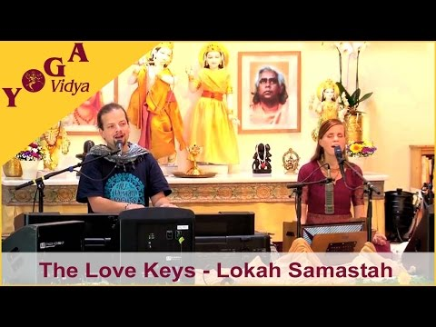 The Love Keys singen Lokah samastah