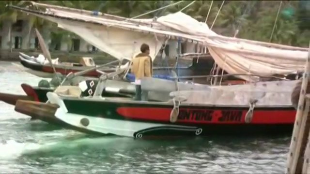 Hans Klaar sailing in fiji, ontong java