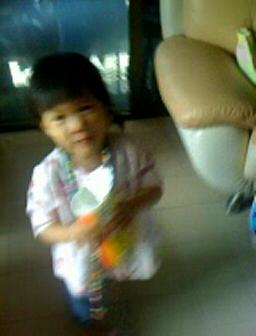 Minnar 2Y, eating some snack