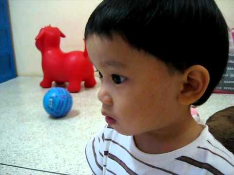 """ThaenKhun sings """"Twinkle Twinkle Little Star"""" song"""