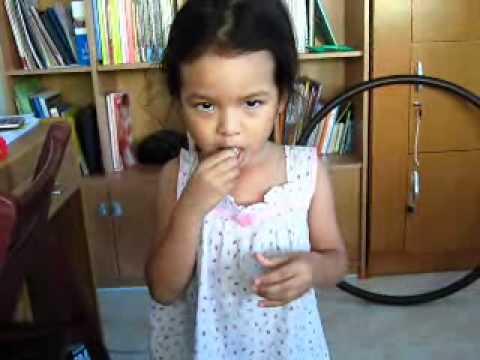 เด็กสองภาษา ผลงาน 8 เดือน.wmv