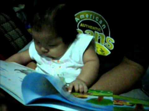 เด็ก 3 เดือนชอบอ่านหนังสือ