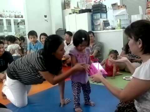 The Children swap the gift to each other.mp4