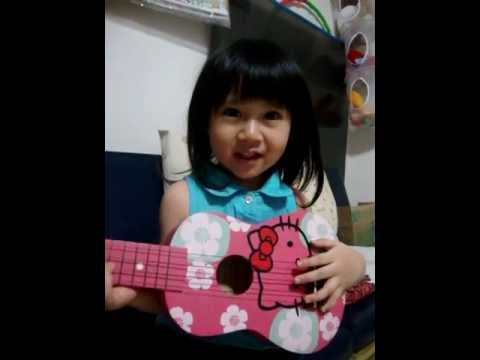 Aiko played the Ukulele and sang Twinkle Twinkle Little Star.