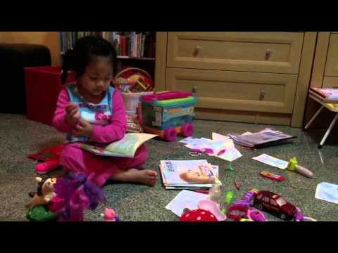 Jaja is reading to her friends