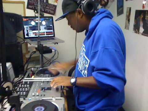 The Hon. DJ M.O.B. Mixxshow on 97.7 FM 12/2/09 Pt 2