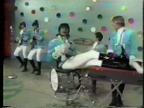 Paul Revere & The Raiders - Hungry (Rare color clip!)