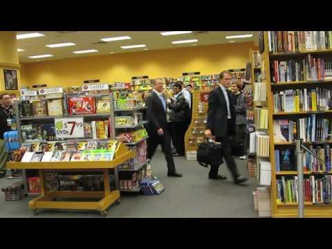 Al Gore confronted on Climategate in Chicago
