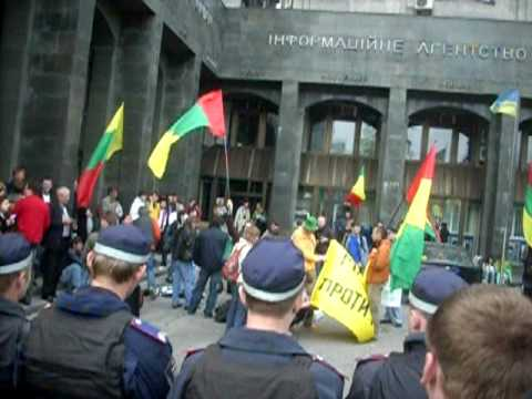 POLICE PROTECT POT PROTESTERS - Global Marijuana March - May 2, 2009 - Kiev, Ukraine - Part I