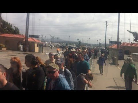 Line at Gun Show is a Mile Long in San Diego (Del Mar) 3-9-2013