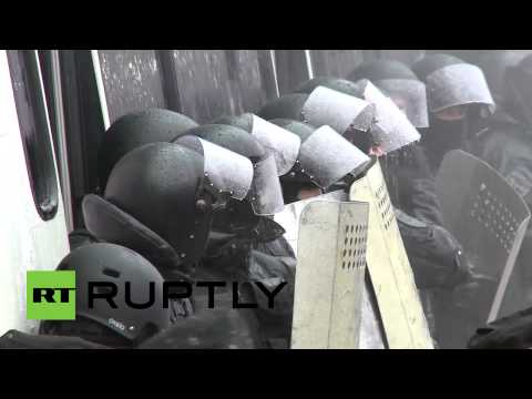 Protesters shower cops with water at -10 degrees Celsius in Ukraine