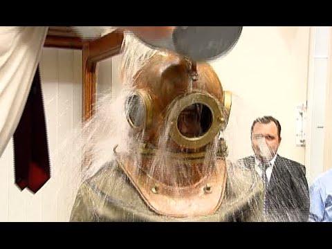Russian official mocks Ice Bucket Challenge in diving suit