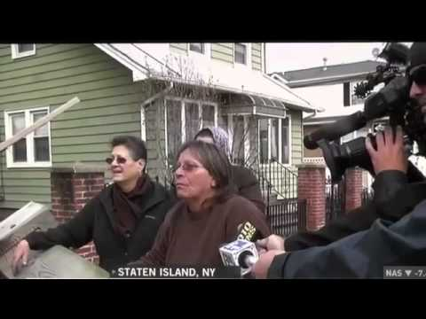 Woman Yells at Schumer in Staten Island for Food and Supplies!
