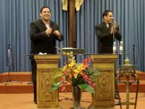 El Está aquí - David y Abraham