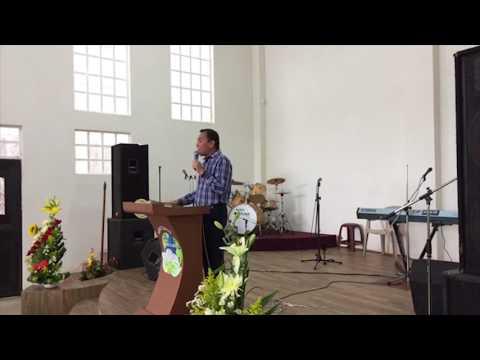 Dios habita en la eternidad - Luis Bravo