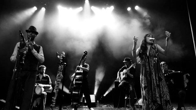 Shalom Alechem - Barcelona Gipsy Klezmer Orchestra