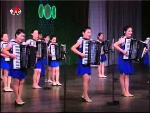 [Accordion Ensemble] 《사랑의 손풍금 안고 노래불러요》 {DPRK Music}