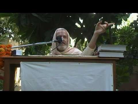 Mahanidhi Swami - Seeing Vrindavan Everywhere - Radha Kunda - Kartik 2009
