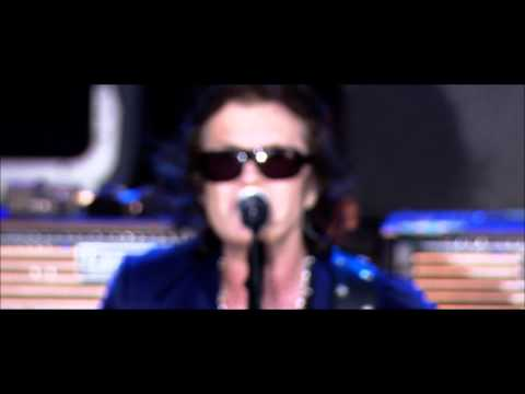 """Black Country Communion """"Cold"""" Live Over Europe"""